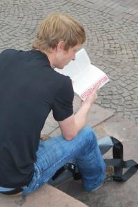 Student liest Scriptum