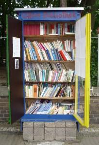 Ein Blick in den Bücherschrank.