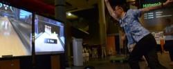 Voller Köpereinsatz: Virtuelles Bowling mit der